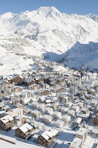 Les 8 stations suisses où partir skier cet hiver